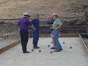 Bocce_players_scoring
